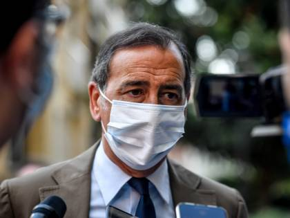 """Covid, il sindaco nel mirino: """"Predica bene e razzola male"""""""