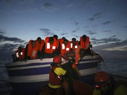 Ripartono i rimpatri in Tunisia. Le frontiere sono un colabrodo