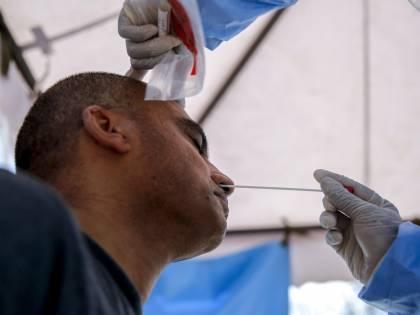 Esplode il coronavirus tra i migranti accolti. L'isola in ginocchio tra lager e navi-lazzaretto