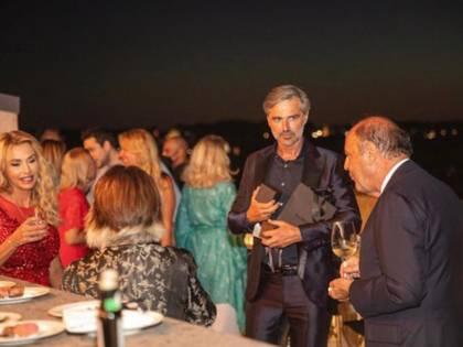 Beppe Convertini compie gli anni e festeggia con gli amici più cari