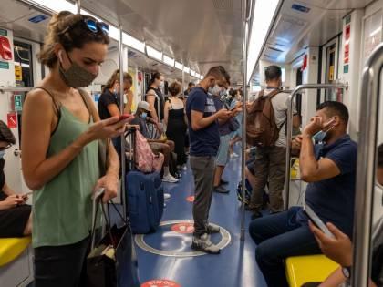 Mascherine, controlli in metrò. Per 13 persone scatta la multa
