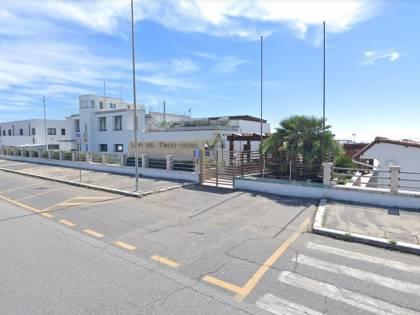 Rom prova a vendere un bimbo ai bagnanti in spiaggia a Ostia