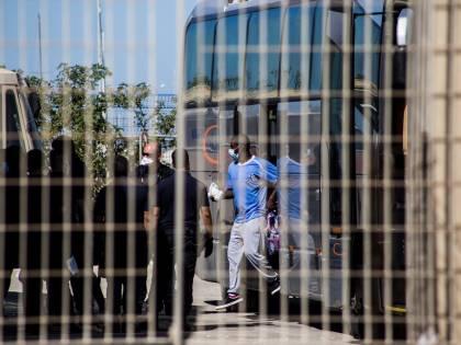 Caos migranti nel Lazio, ivoriano aggredisce a morsi due carabinieri