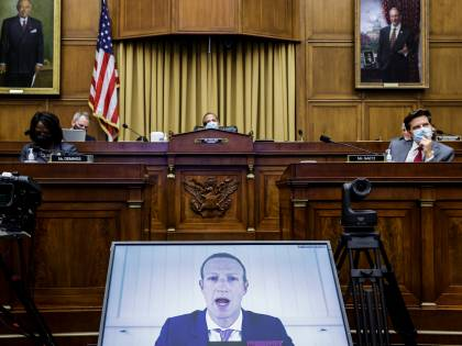 Censure e odio: Facebook e Twitter alla sbarra