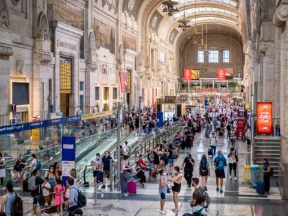 Treni affollati e confusione. Oltre 8mila biglietti cancellati