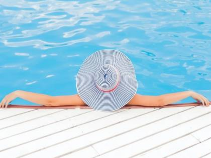 Come prendere il sole in sicurezza: i consigli della dermatologa