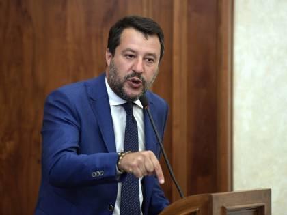 """Viminale smascherato Salvini va all'attacco: """"Bluff patto con Malta"""""""