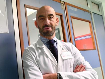 """Matteo Bassetti a ruota libera a La Zanzara: """"Il sesso? Giusto farlo dentro la coppia senza precauzioni. Crisanti? Non è medico"""""""