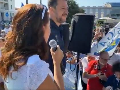 """""""Vergogna..."""", """"Urla la mattina"""". È """"rissa"""" tra Veronesi e Salvini"""