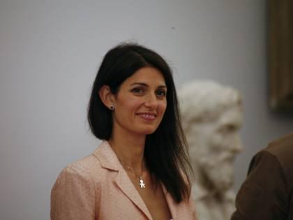 Roma, Beppe benedice la Raggi: va in frantumi l'alleanza col Pd. Terzo mandato, malumori M5s