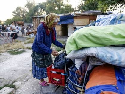 Il piano case per i rom fa flop? La Raggi ora li mette in hotel