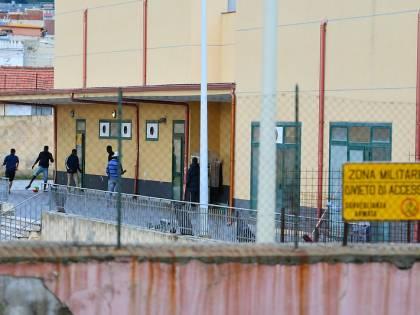 """Chiude l'hotspot di Messina: """"I migranti saranno trasferiti"""""""