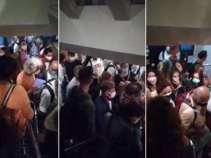 """""""Assembramenti e ore di fila per il tampone"""", la rabbia dei passeggeri a Civitavecchia"""