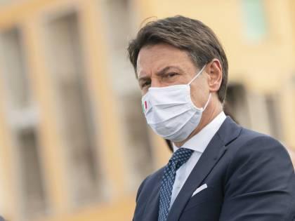 Gli italiani non si fidano di Conte: gradimento in caduta libera