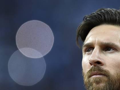 Messi, re del pallone gonfiato. 555 milioni spaccano il calcio