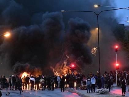 Violenze tra polizia e islamici: ecco il regno dell'integrazione