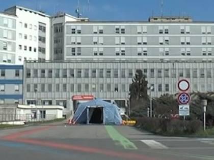C'è un morto per la febbre che preoccupa il Nord Italia