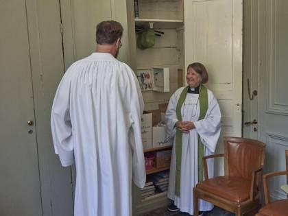 Avvertimento a papa Bergoglio. La chiesa svedese diventa donna