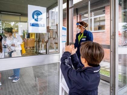 """Scuola, kit pungidito per 6mila e unità mobile per i """"sospetti"""""""
