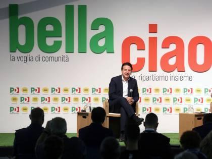 """Conte sbeffeggia Salvini alla festa del Pd: """"Non manca a nessuno"""""""