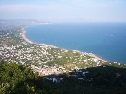"""La 19enne romana: """"In 2 mi hanno stuprata sulla spiaggia del Circeo"""""""