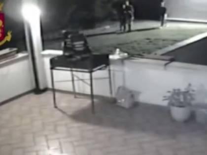 """Matera, due minori violentate: """"Hanno morso i genitali per difendersi"""""""