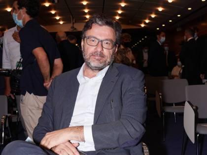 Crisi Alitalia, avanti con il progetto Ita. Martedì lo scoglio della verifica Ue