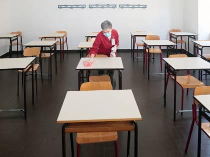 """Arrivate le """"casette"""" per ospitare le classi durante i lavori a scuola"""