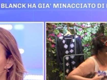 La contessa De Blanck si dimentica delle telecamere: nuda in diretta tv