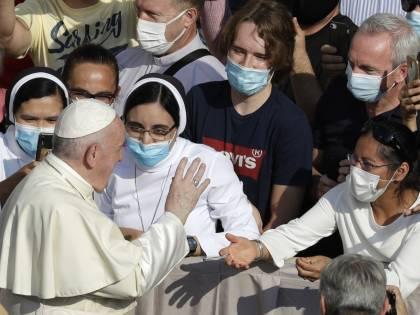 """Bergoglio a genitori di figli Lgbt: """"Papa li ama così come sono"""""""