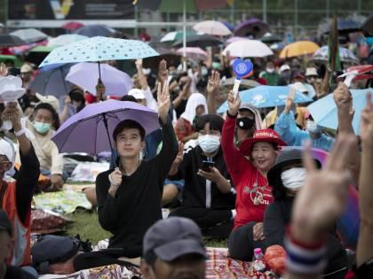 """Bangkok fa la rivoluzione La """"meglio gioventù"""" sfida il re (e la prigione)"""