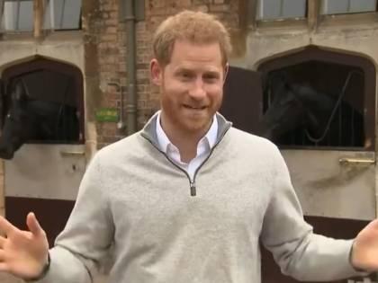 """Il principe Harry """"ferito"""" per la cancellazione di Meghan dalle foto ufficiali"""