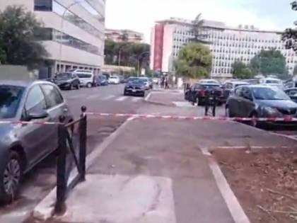 Il militare trafitto col cacciavite La reazione: due colpi sul ladro straniero