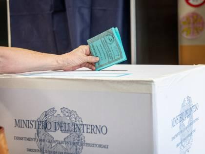 Un'elettrice disorientata ma soddisfatta tra frecce, gel e i timori del voto Covid