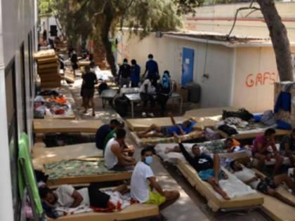 Lampedusa, altri 400 sbarchi. E l'hotspot rischia di esplodere