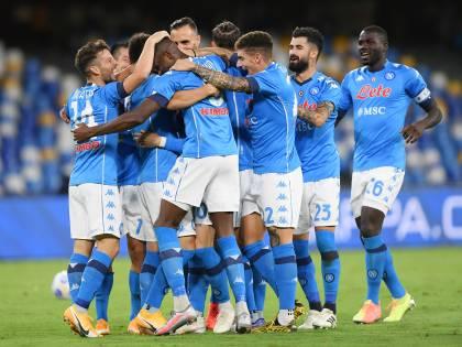 Napoli show, sei gol al Genoa. Si fa male capitan Insigne
