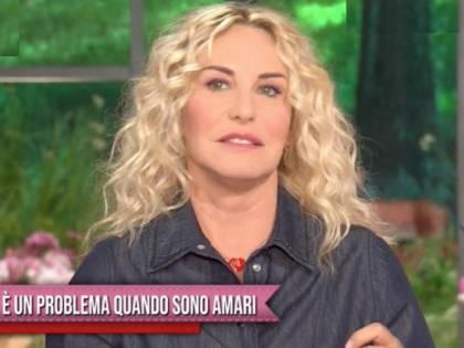 """La Clerici e quell'imbarazzo in tv """"Inizia per c..., problemi se amari"""""""