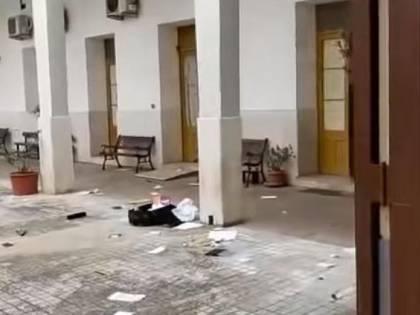 """Grida """"Allah Akbar"""" e sfonda la porta: magrebino devasta il convento"""