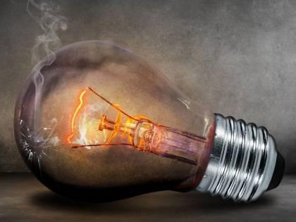 Sms, chiamate e campanello: così ci truffano su luce e gas