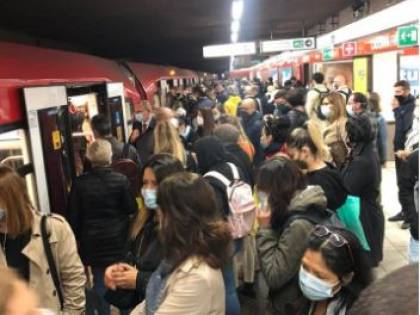 """""""Troppa gente in metro"""". FI adesso attacca Sala: """"Il sindaco non controlla"""""""