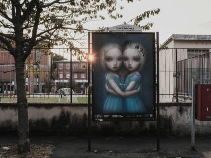 Fatine sadiche e bimbe che sgozzano i conigli: Cartelli choc a Cremona