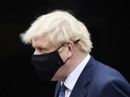 Johnson vieta le vacanze. Merkel: 7 marzo fine lockdown