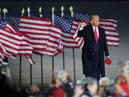 Trump contro Biden: secondo l'intelligenza artificiale è testa a testa