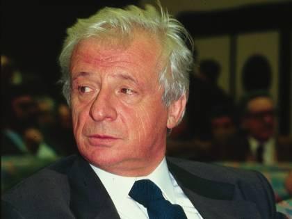 """""""Petrolio"""" e i misteri d'Italia. Forte: """"Carlo? Sì, sono io"""""""