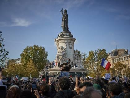 Prof, la Francia in piazza. Espulsi 231 integralisti