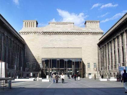 Sfregio all'Isola dei Musei di Berlino: vandalizzate oltre 70 opere