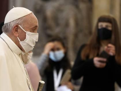 """Cosa sapeva Bergoglio dei bonifici del Vaticano alla """"dama"""" di Becciu"""