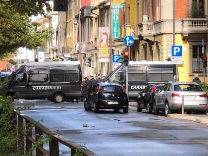 Milano, blitz della polizia per sgomberare il centro sociale