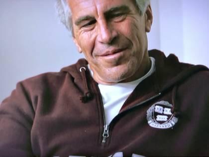 """La rivelazione choc sulle perversioni di Epstein: """"Prese spunto da un libro"""""""