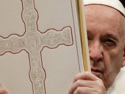 """Il Papa ora """"spacca"""" la Chiesa e prepara il piano per il futuro"""